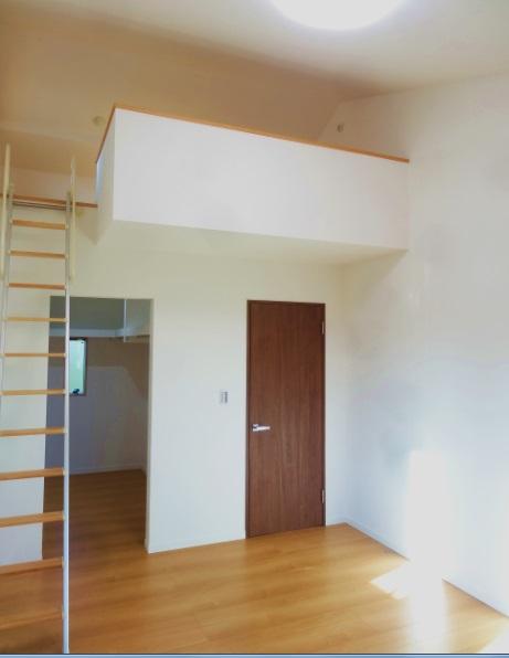 2階の寝室にはウォークインクローゼットとロフト。収納力抜群です。