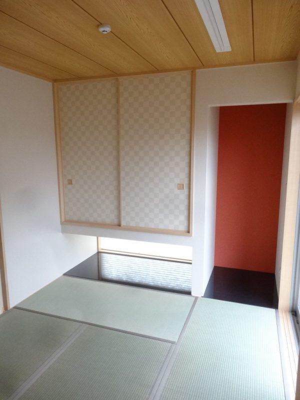 モダンな色合いの床の間と襖です。