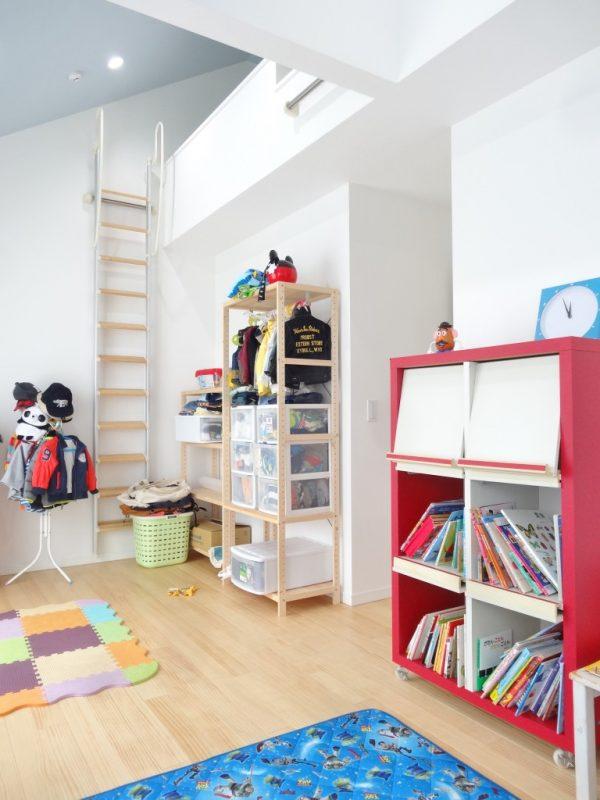 子供部屋は楽しいロフト付きです。