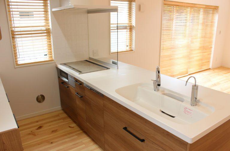 キッチンは人気のアイランド型。