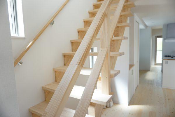 空間が広く感じるスケルトン階段