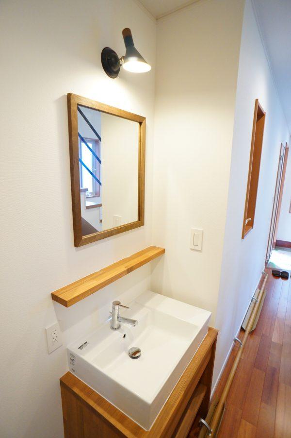1階廊下の造作洗面台です