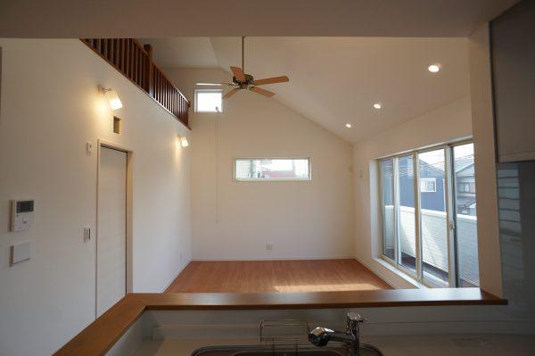2階リビングは開放感あふれる勾配天井に