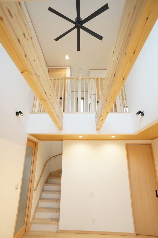 2階とのつながりを感じられる空間です。