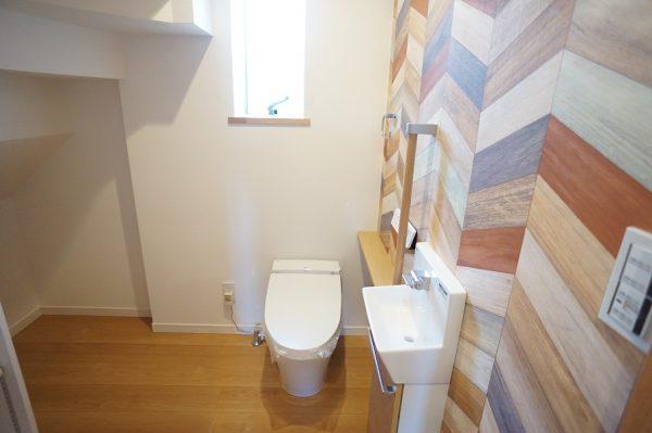 階段下でもゆったり使える1Fトイレ