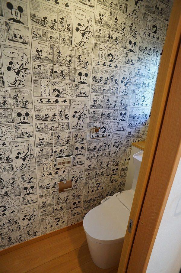 トイレのクロスはディズニー好きのご夫婦のご希望でミッキー柄です。